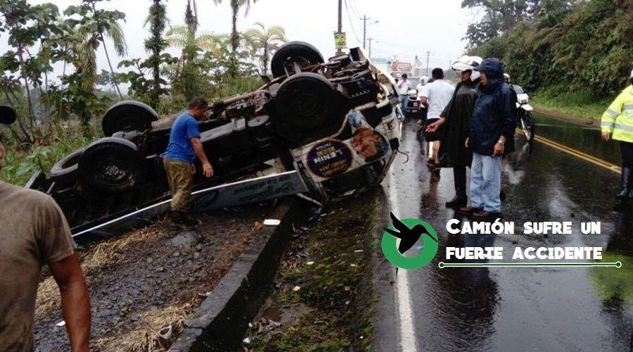 Camión sufre accidente en