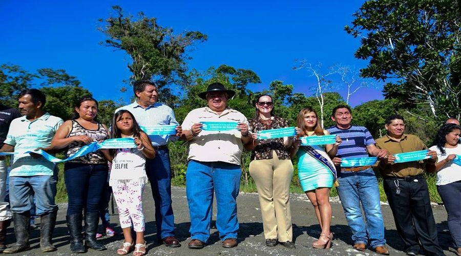 Prefecto inauguró un tramo de vía en la Diez de Agosto