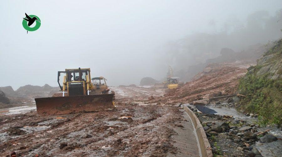 COE declaró en emergencia una vía en Puyo