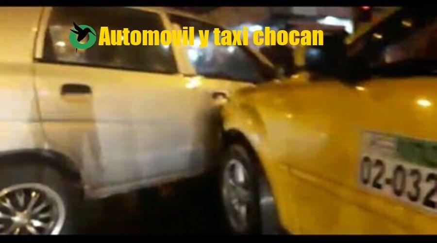 Automóvil y taxi chocan