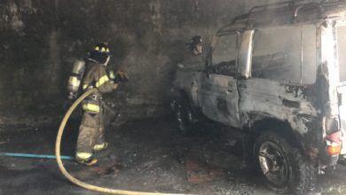Incendio de un vehículo en un garaje de la ciudad de Puyo