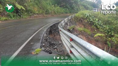 Puente en la vía Arajuno afectado en la base