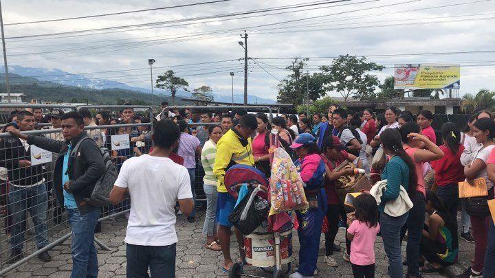 Largas filas y conflictos por cupos en el Distrito de Educación de Pastaza