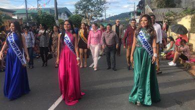 Desfile folklórico Cultural desde la Av. 10 de Noviembre