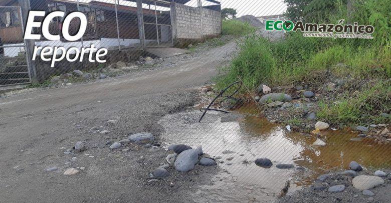 Fuga de agua en un barrio de Puyo