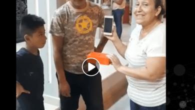Lida Espin Martinez entrega celular que se encontró