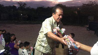 Mario Paredes, celebró la navidad con los niños de la Casa de Fé