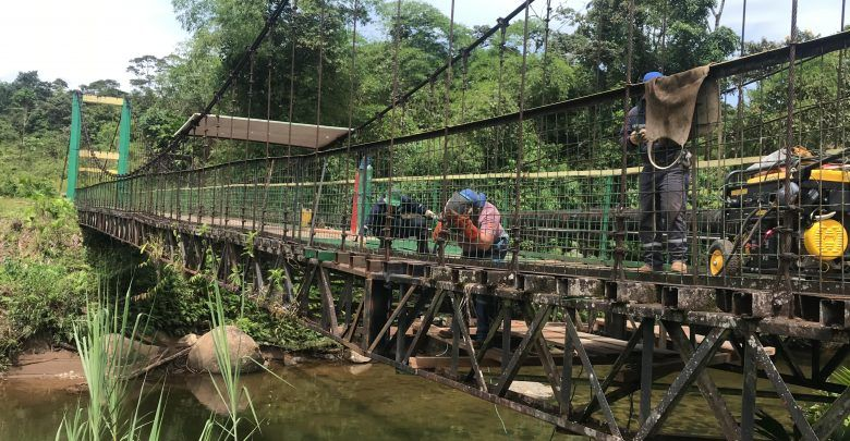 Mantenimiento al puente que va a la captación de Río Blanco