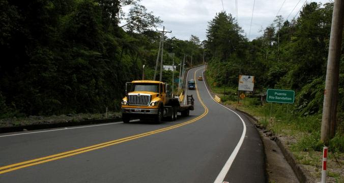 Prefectura de Pastaza viene realizando el mantenimiento de vías internas