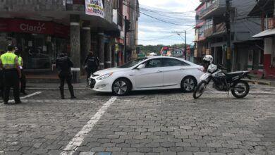 Policía detiene a vehículo que se dio a la fuga