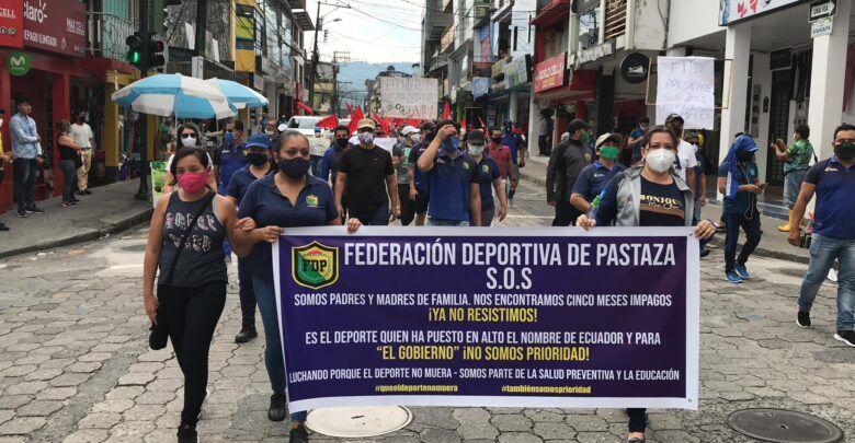 Trabajadores públicos en Pastaza realizaron marcha por sus sueldos
