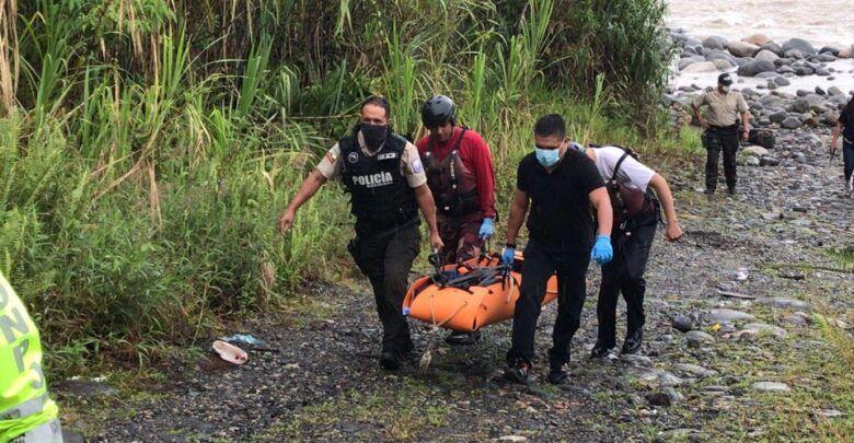 Rescatan el cuerpo de un joven que cayó de una peña al río Pastaza